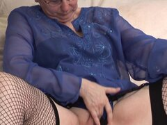 Angelical abuela Annie admirador sexo agujero usando juguete - Anne