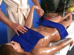 profundo sexo oral con un masaje