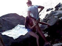 Divina chica obtiene balled en la playa en Tailandia