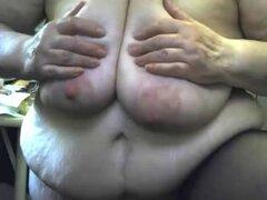 Abuela loca masturbándose witn consolador y squirting