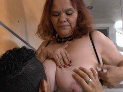 Abuela de AGEDLOVE BBW Gloria mostrando su coño, la abuela madura BBW follando duro y exponer en primer plano de su coño