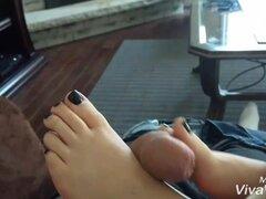 Esposa con el pie en casa