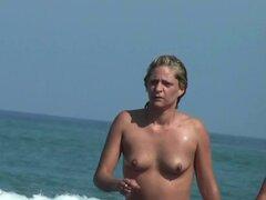 Voyeur playa nudista dispara a una chica caliente con una camara oculta. Voyeur playa nudista dispara a una chica caliente con una camara oculta
