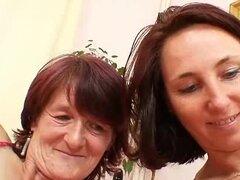 Peludas abuela jugó por lesbianas maduras tetonas
