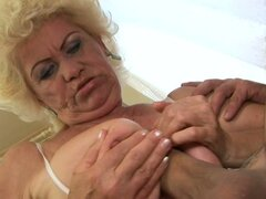 titty grande vieja mujer da titjob