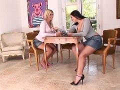 Estrellas porno increíble Shione Cooper y Sandra Kay en las tetazas, clip porno lesbiano, Sandra Kay, Shione Cooper
