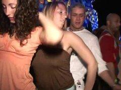 SpringBreakLife Video: Arriba la falda Club imágenes,