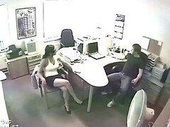 Accion hardcore en la oficina con cachondos trabajadores en video voyeur