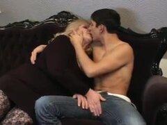 Sexy Bbw abuela seduce a joven,