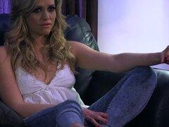 Sexy lesbianas Dani Daniels seduce a una hermosa chica - Dani Daniels, Eva Lovia