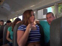 Digital Playground - estudiantes cachonda follan en el autobús escolar