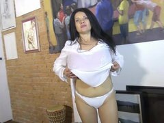 Bustiest minx-morena quiere ver sus melones enormes - Nadiya