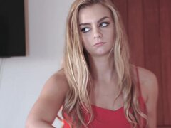 Hija Swap - Cutie rubia pillada en la Webcam y follan. Hija Swap - Cutie rubia pillada en la Webcam y follan.