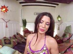 VR porno caliente marroquí placer de la belleza de tu pene, visite nuestro sitio VRBangers.com, aquí se puede ver en VR