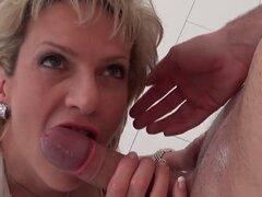 Gill infiel milf inglés ellis revela sus enormes globos. Slutwife bisexuales graves señora sonia juega con sus enormes cachorros y placeres rosa quim en calzoncillos