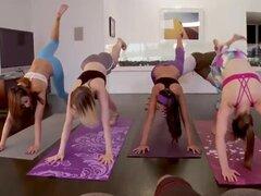 Madura británica orgía y trío de compañero de pareja Hot Yoga astuto