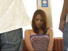 Polla chupando Iori Mizuki se inclina por una gran polla negra. Polla chupando Acirc; nbsp;Iori Mizuki se dobla para una gran polla negra