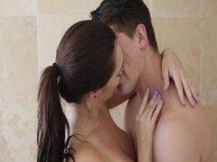 Pasión-HD Chica masturbandose en la ducha se la follan