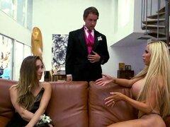 Smokin hot milf sexo trío de Nikki Benz con pareja adolescentes