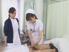 Profundo garganta Cum clínica, ciento quince minutos de enfermeras dando mamadas a los pacientes. Una extraña clínica donde las enfermeras están capacitadas para succionar todo el semen fuera de chicos tan absolutamente extraños, especialmente cuando todo