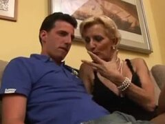 Mama italiana y no su hijo,