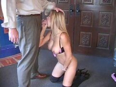 Follando con el jefe de su marido. Follando con el jefe de su marido