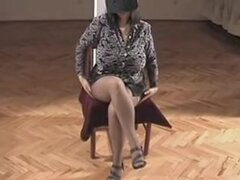 Fantasía caliente madura, Amateur caliente madura mostrando su cuerpo video. Esta mujer tiene unas tetas enormes. Ver a más madura esposa amateur
