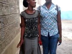 Serwa y Therma son dos lesbianas africanas calientes que aman tener sexo en b