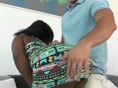 Negro adolescente Camille Amore sabe como usar su culo. Negro adolescente Camille Amore sabe como usar su culo