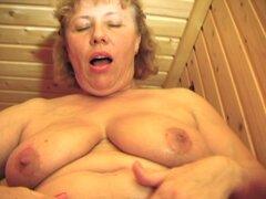 Culo caliente booty exhibiendo Sophie mientras masturbándose en disparar madura - Sophie