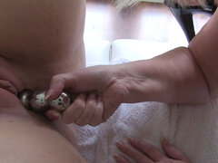 Doctor abuela juguetes lesbianas putas. Médico británico abuela Lacey Starr juguetes gordito lesbianas puta