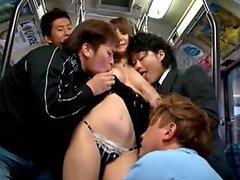 Milf japonesa Asami Yuma obtiene boca jodido en un autobús público
