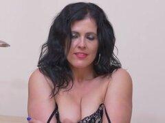 Montse Swinger en negocio la señora atractiva - Anilos. Navegar por Internet y encontrar algunos porno ha dejado Montse Swinger cachonda y con ganas de cuidar de sus necesidades. Ella se desliza fuera de su sujetador y tanga y entonces toma la