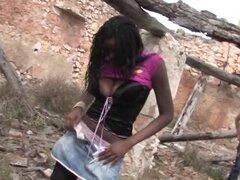 Ebony hotness ris Dar poniendo un schlong palpitante en la garganta - ris Dar