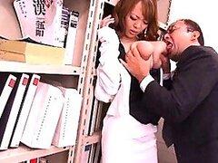 Cachonda jovencita Asiatica Hitomi Tanaka obtiene sus deliciosas tetas apretadas y manoseadas
