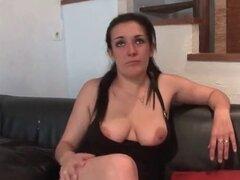 Elle suce des mordidas pour hijo casting porno