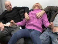 Saggy abuela alemana follada por dos chicos