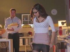 Linda Secretaria teniendo sexo en escritorio de oficina