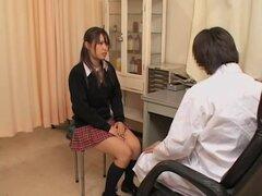 Película porno con twat dedos muy duro por el doctor Japon, Lara le encanta entrar en la habitación de ginecólogo y recibir un atractivo examen de su médico Japon Koji. En este video de sexo Japon coño consigue todo mojado y jugoso después de una digitaci