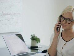 CULONA caliente Secretaria Kate England recibe Anal de cliente