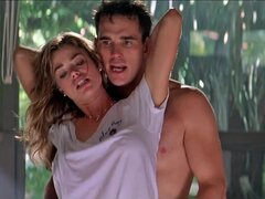 Escenas de sexo de celebridades Denise Richards Neve Campbell Wild Things (1998)