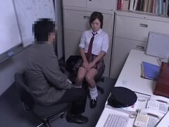 Linda teen japonesa follada por un inspector de policía sucio, hermosa japonesa puta capturados en spy cam haciendo un trato con un policía. El tipo hizo un trato con la puta que le permitirá su if ir ella chupa su polla y le deja follar por detrás.