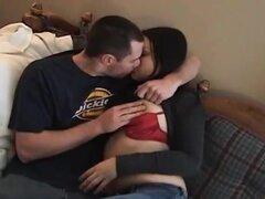 Novia asiática amateur chupa y folla con su novio. Un suck hardcore casero novia asiática amateur caliente y acción con su novio termina con corrida facial!