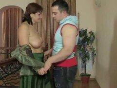 Madre madura rusa y su hijo! Amateur!