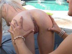 Lesbianas al aire libre entretienen culazos y comiendo manguito