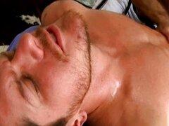 Garganta profunda masaje por masseus gay