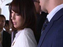 Tetona pornstar japonesa obtiene mimado en el bus antes una banda facial golpeando - Nami Hoshino
