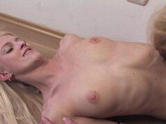 Lesbiana rubia flaca quiere jugar con maduro Madelein - Jane M., Madelein