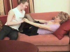 Mama rusa se perfora por su hombre,