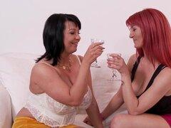 Lesbianas peludas chochos jugar con milfs